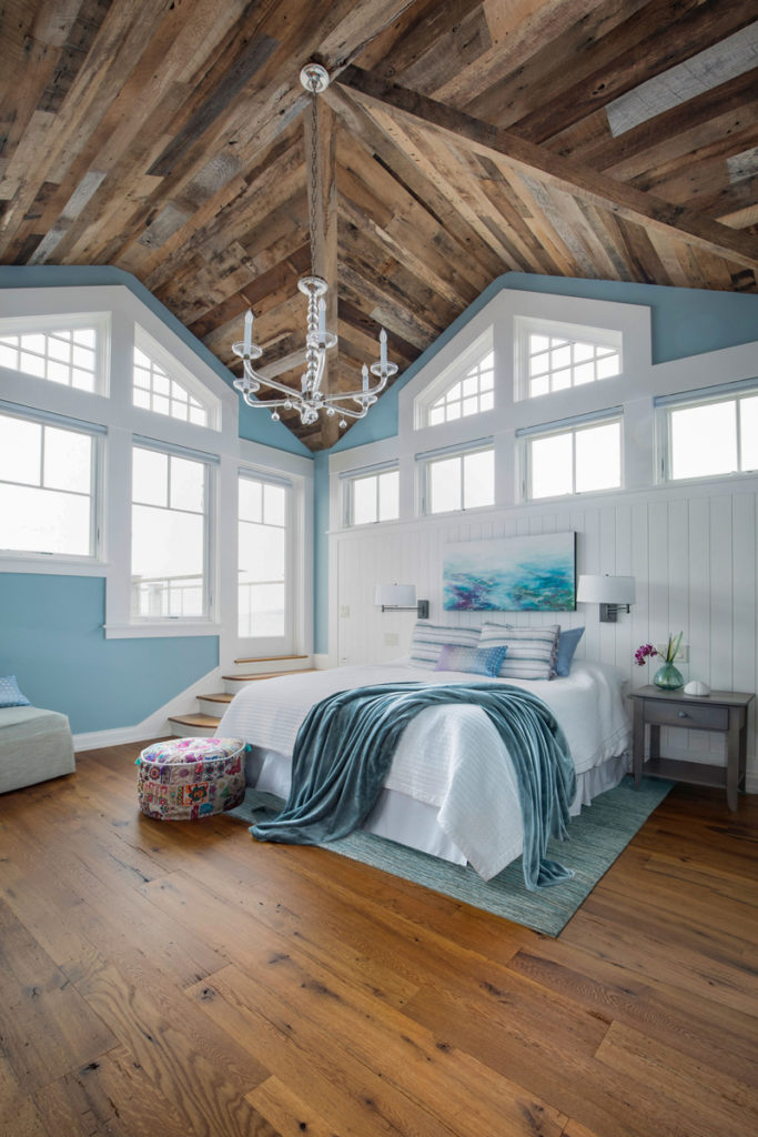 Reclaimed Oak Flooring and Wire-Brushed Oak Paneling